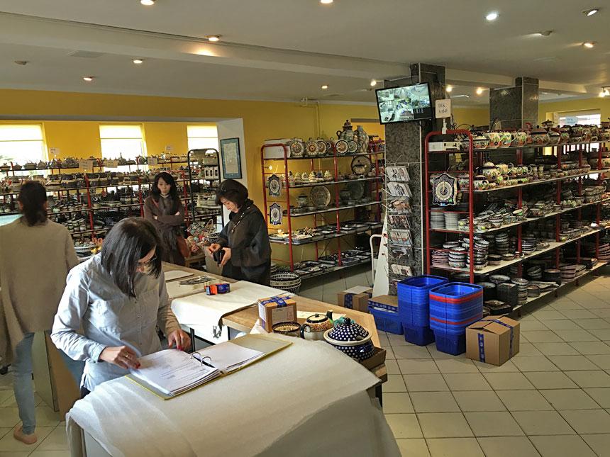 Магазин с керамическими изделиями из Болеславца