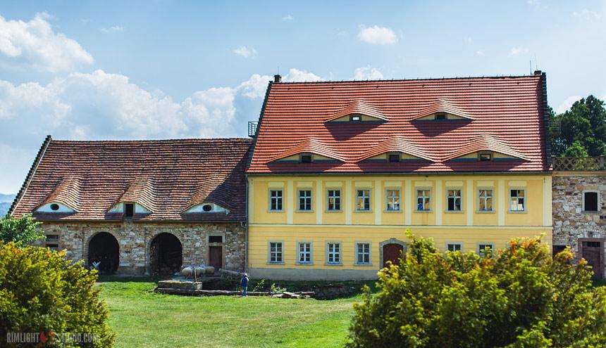 Dziedziniec Pałacu Lenno