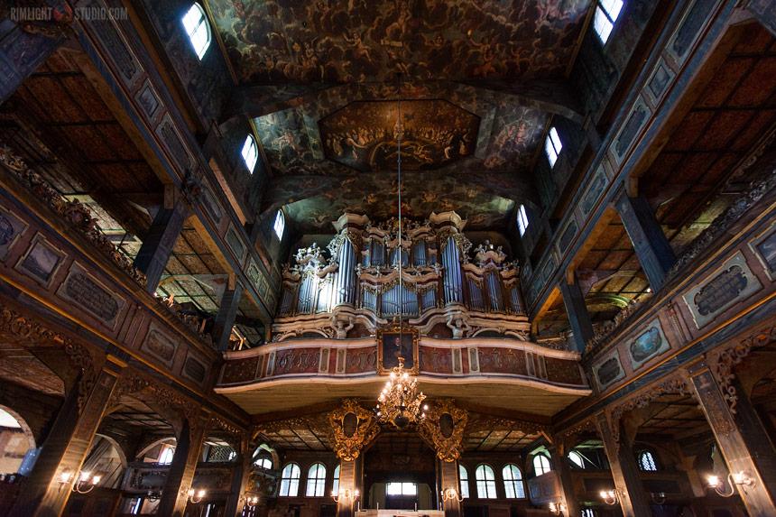 Старинный орган в Храме Мира