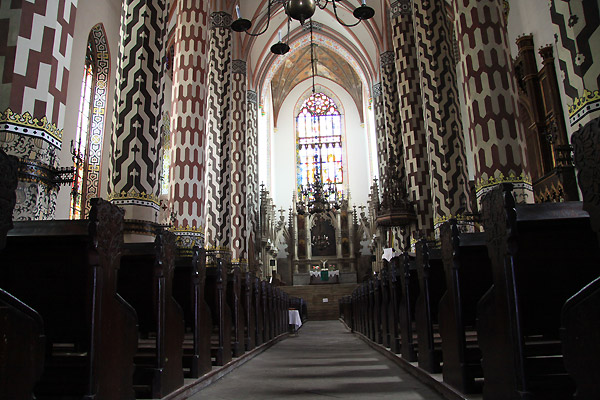Интерьер церкви евангелистов под воззванием Девы Марии