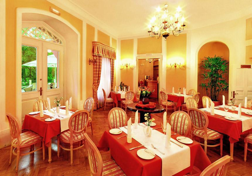 Ресторан во дворце Воянув