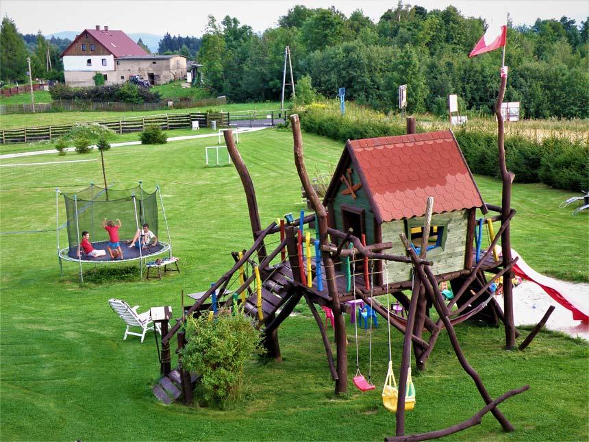 Plac zabaw w gościńcu Kapella