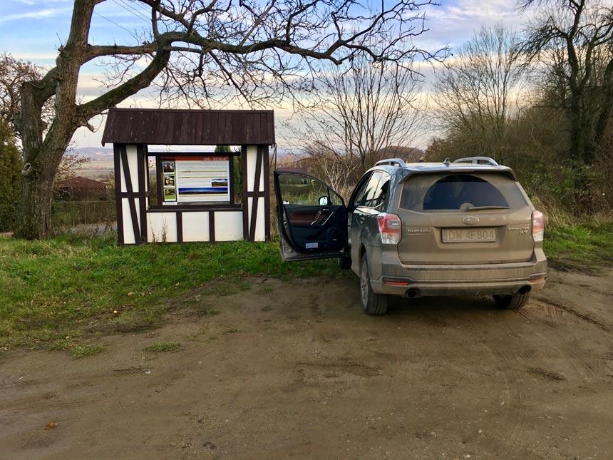 Parking przy wieży widokowej w Kłonicach